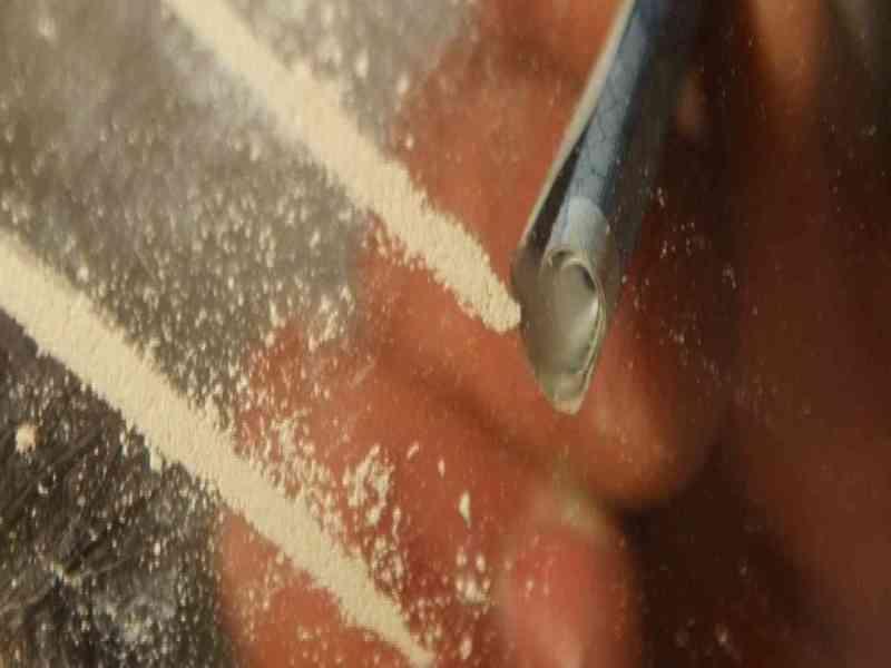 Denuncia a la policía que le dan azúcar en vez de cocaína