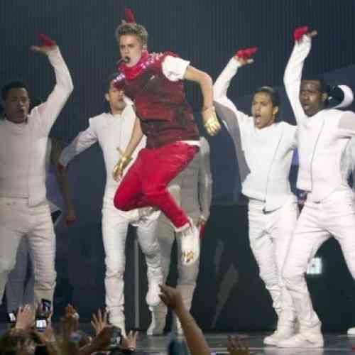 Fan demanda a Justin Bieber por dejarla sorda