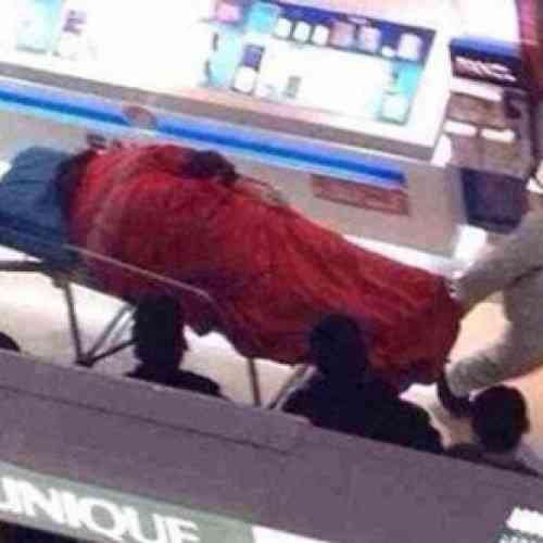 Un chino se suicida después de estar cinco horas de compras con su novia