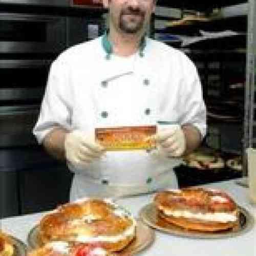 Una pastelería de La Bañeza (León) regala 2.000 euros escondidos en un roscón