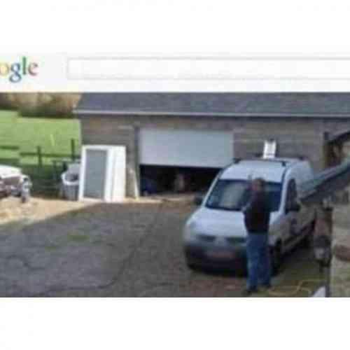 Un hombre demanda a Google por difundir una imagen suya en Street View, orinando en jardín!