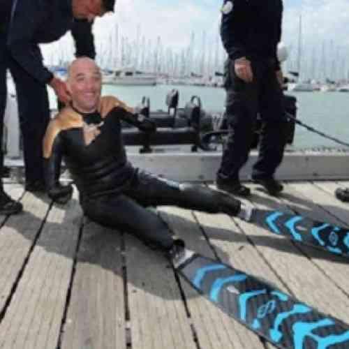 Nadará alrededor del mundo, aunque no tiene piernas ni brazos