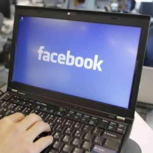 """Condenado a dos años y medio de cárcel en Indonesia por poner """"Dios no existe"""" en Facebook"""