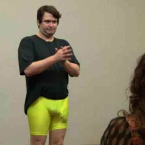 Hicieron desnudarse a un hombre con un pene de 34 cm en un aeropuerto al pensar que llevaba un arma