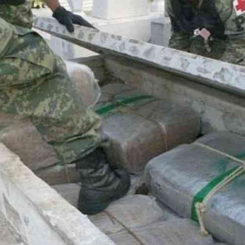 Hallan dos toneladas de marihuana en varias tumbas de un cementerio mexicano