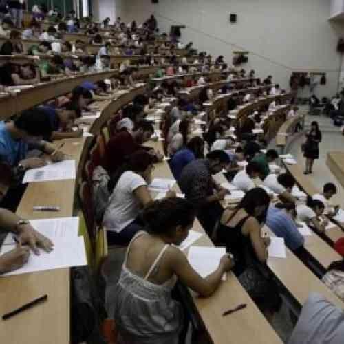 Chuletas electrónicas, títulos y diplomas falsos, venta de proyectos de fin de carrera: la nueva picaresca en clase