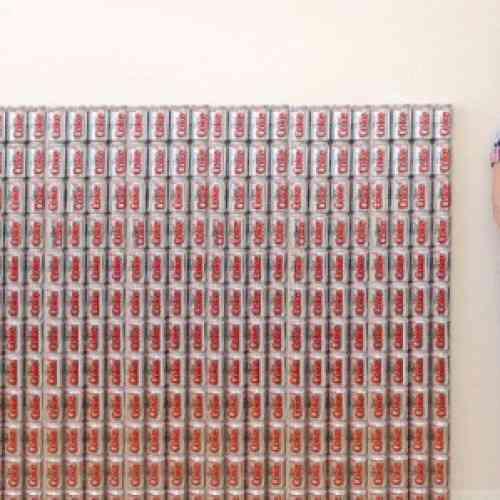 Una adicta a la Coca Cola Light toma cincuenta latas al día